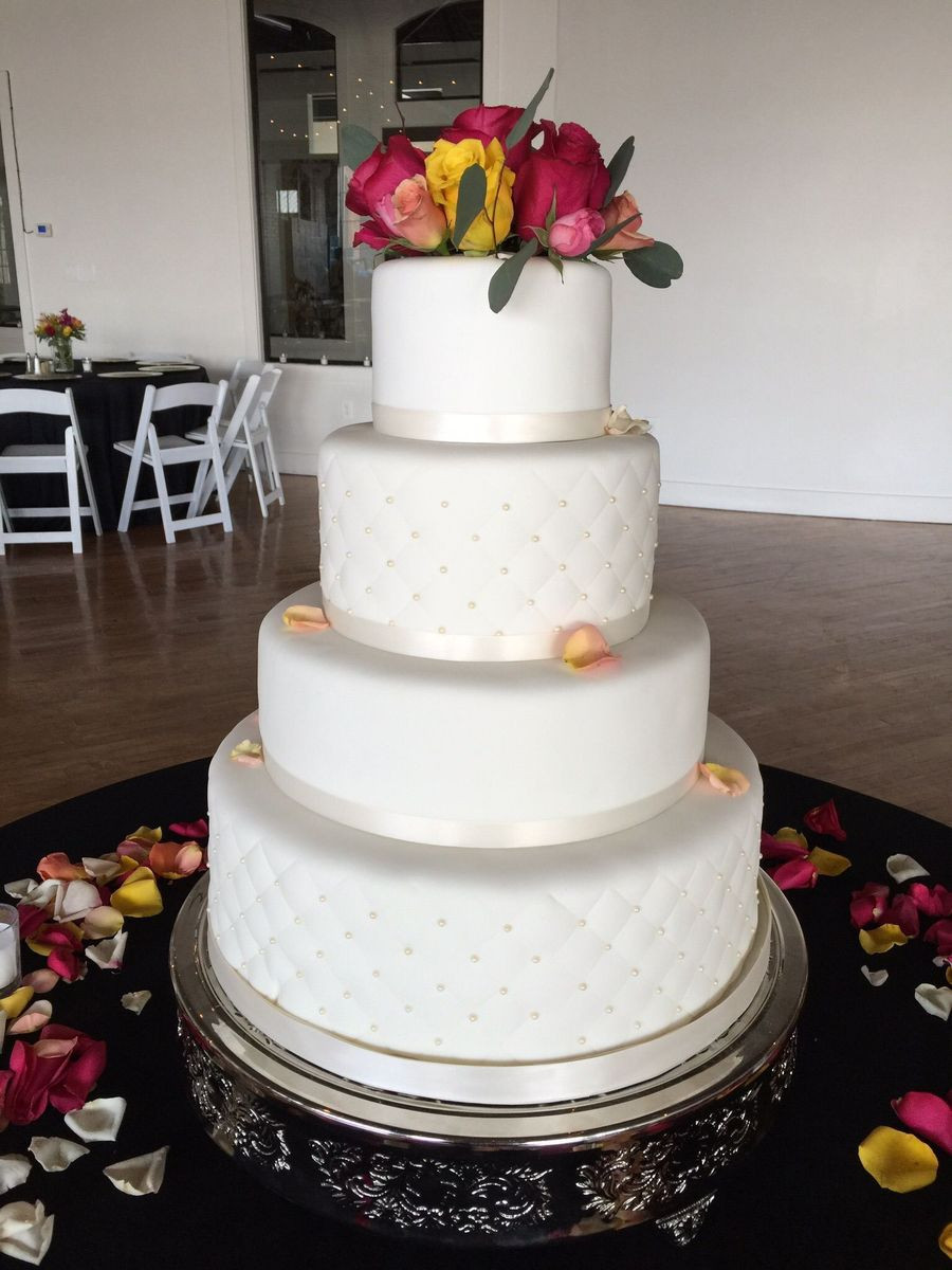 Wedding Cakes Louisville Ky  Lady A Cakes Wedding Cake Louisville KY WeddingWire