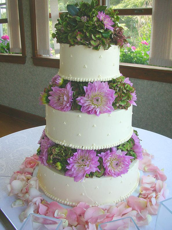 Wedding Cakes Maine  Gallery of Wedding Cakes baked by the European Bakery and