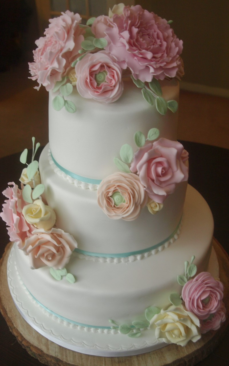 Wedding Cakes Maker  Gallery of wedding cakes & designs from Bedford wedding