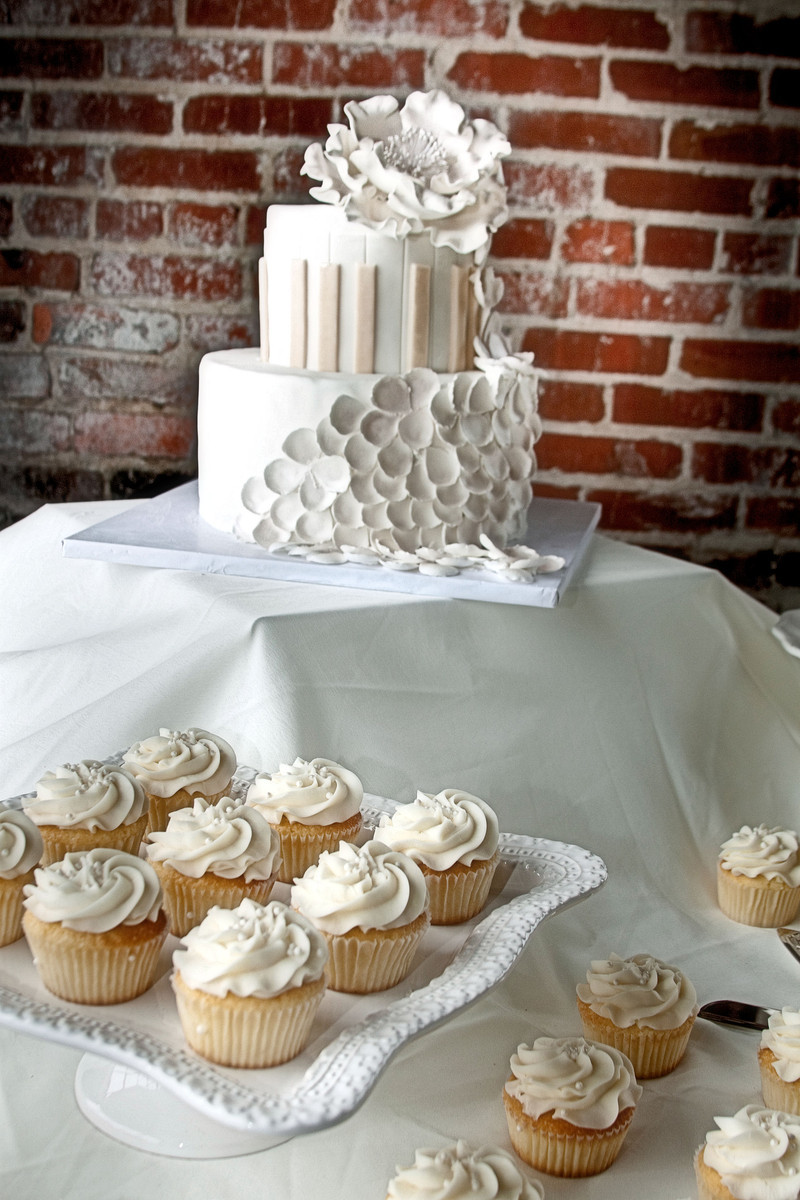 Wedding Cakes Nashville Tn  The Cupcake Collection Wedding Cake Tennessee