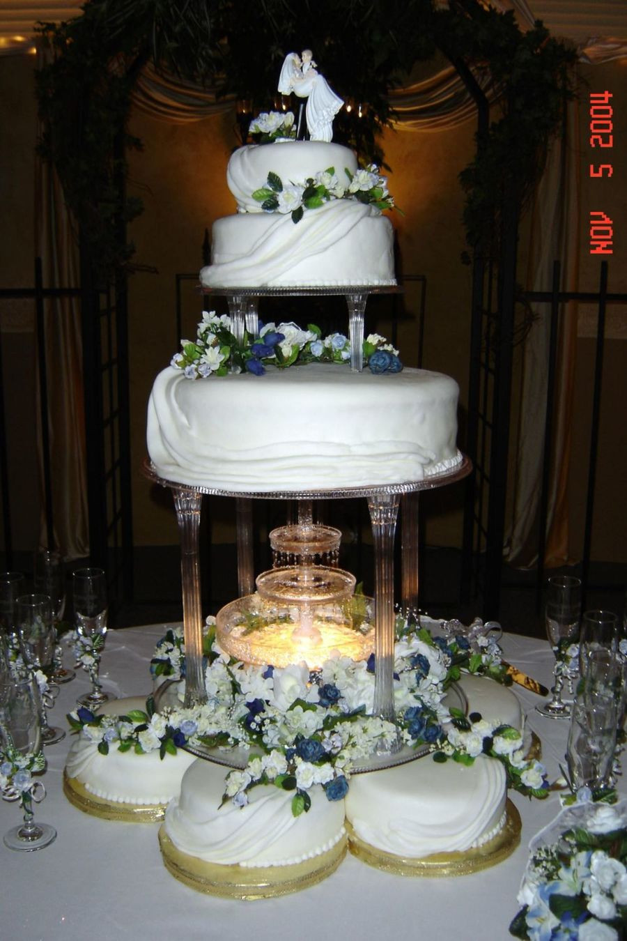 Wedding Cakes New Orleans  New Orleans Wedding CakeCentral