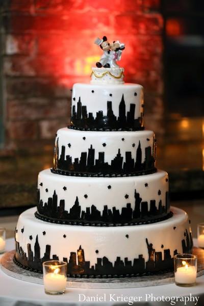 Wedding Cakes Nyc  10 New York City Themed Engagement Cakes New York