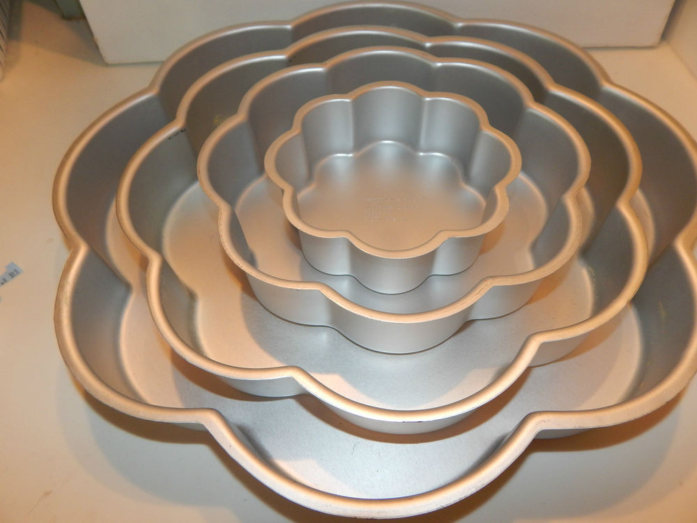 Wedding Cakes Pans  4 Piece Wilton PERFORMANCE Wedding Tier Petal Cake Pan Set