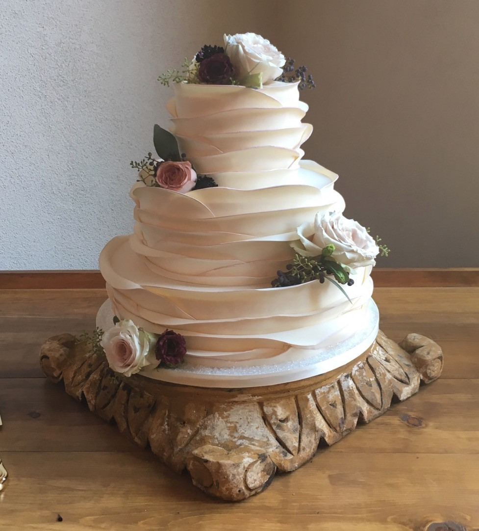 Wedding Cakes Photography  Wedding cake gallery — Piece Cake Desserts