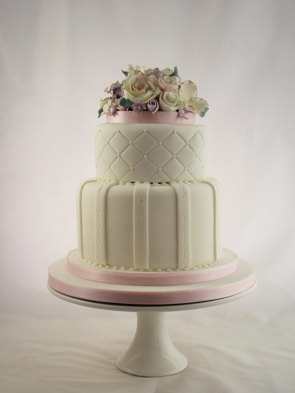 Wedding Cakes Pictures 2016  24 Fab Wedding Cakes for 2016 Couples