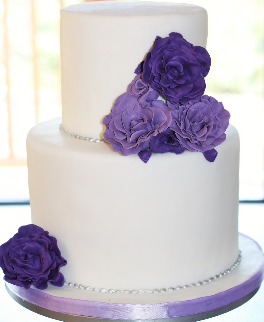 Wedding Cakes Purple Flowers  White wedding cake with purple flowers idea in 2017