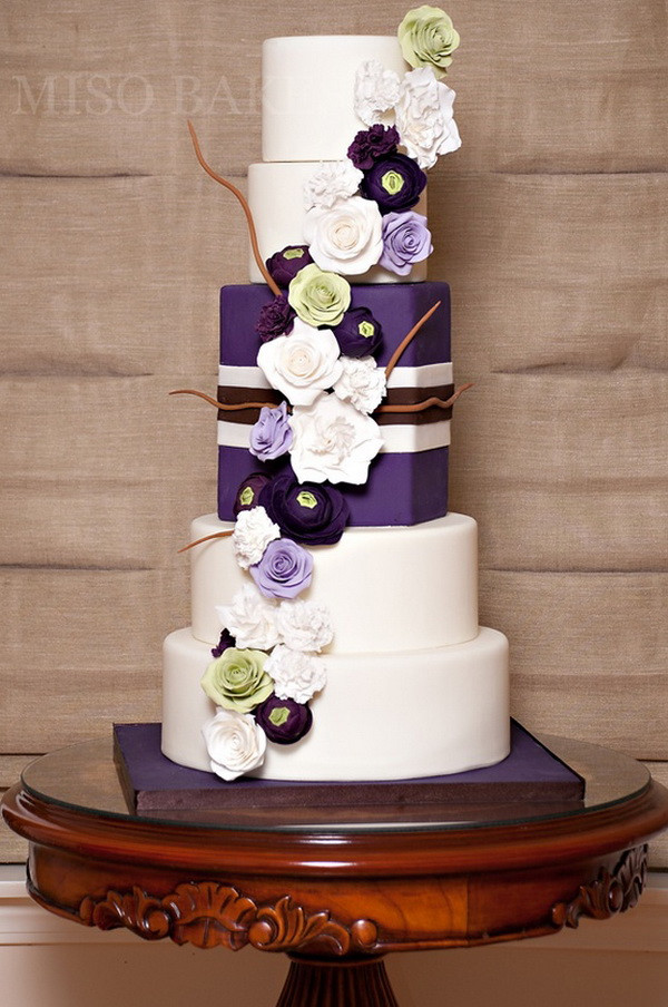 Wedding Cakes Purple Flowers  Purple Wedding Cakes