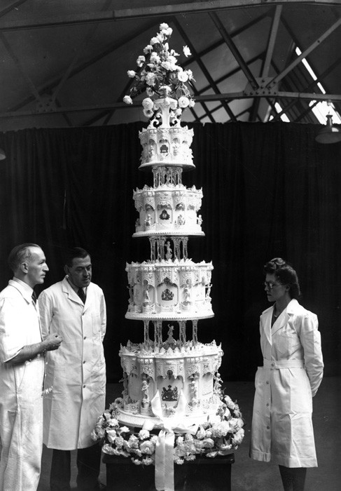 Wedding Cakes Queens Ny  Slice of the Queen s wedding cake sells for £1 750