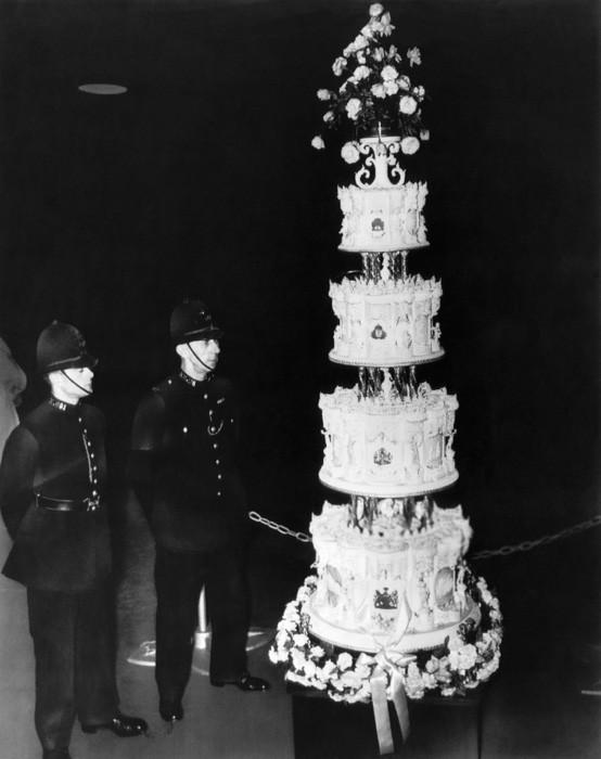 Wedding Cakes Queens Ny  A slice of the Queen s wedding cake has sold 68 years on