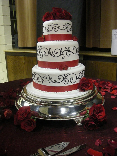 Wedding Cakes Red And Black  Amazing Red Black And White Wedding Cakes [27 Pic
