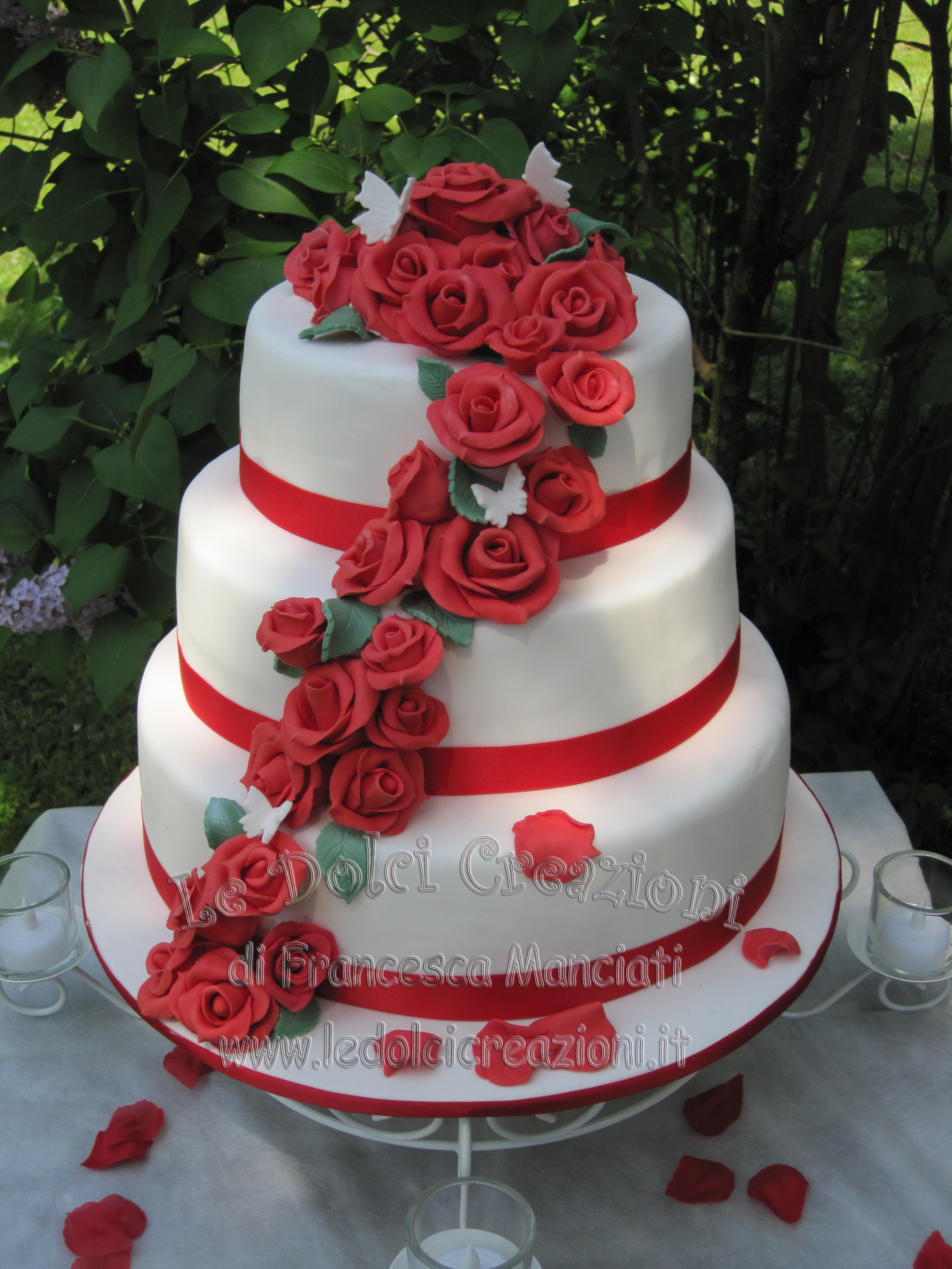 Wedding Cakes Red Roses  Red And White Wedding Cake With Roses