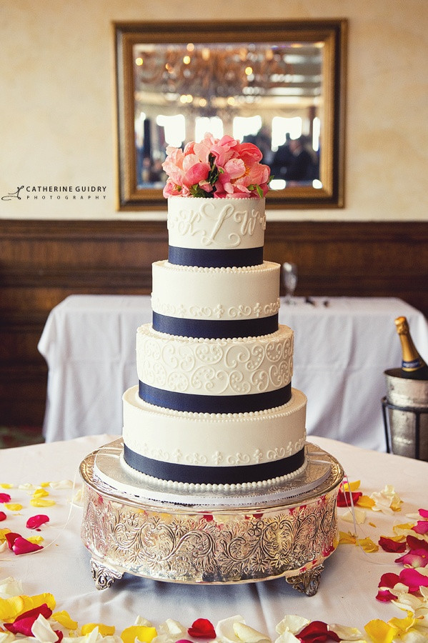 Wedding Cakes Ribbon  25 best ideas about Navy blue wedding cakes on Pinterest