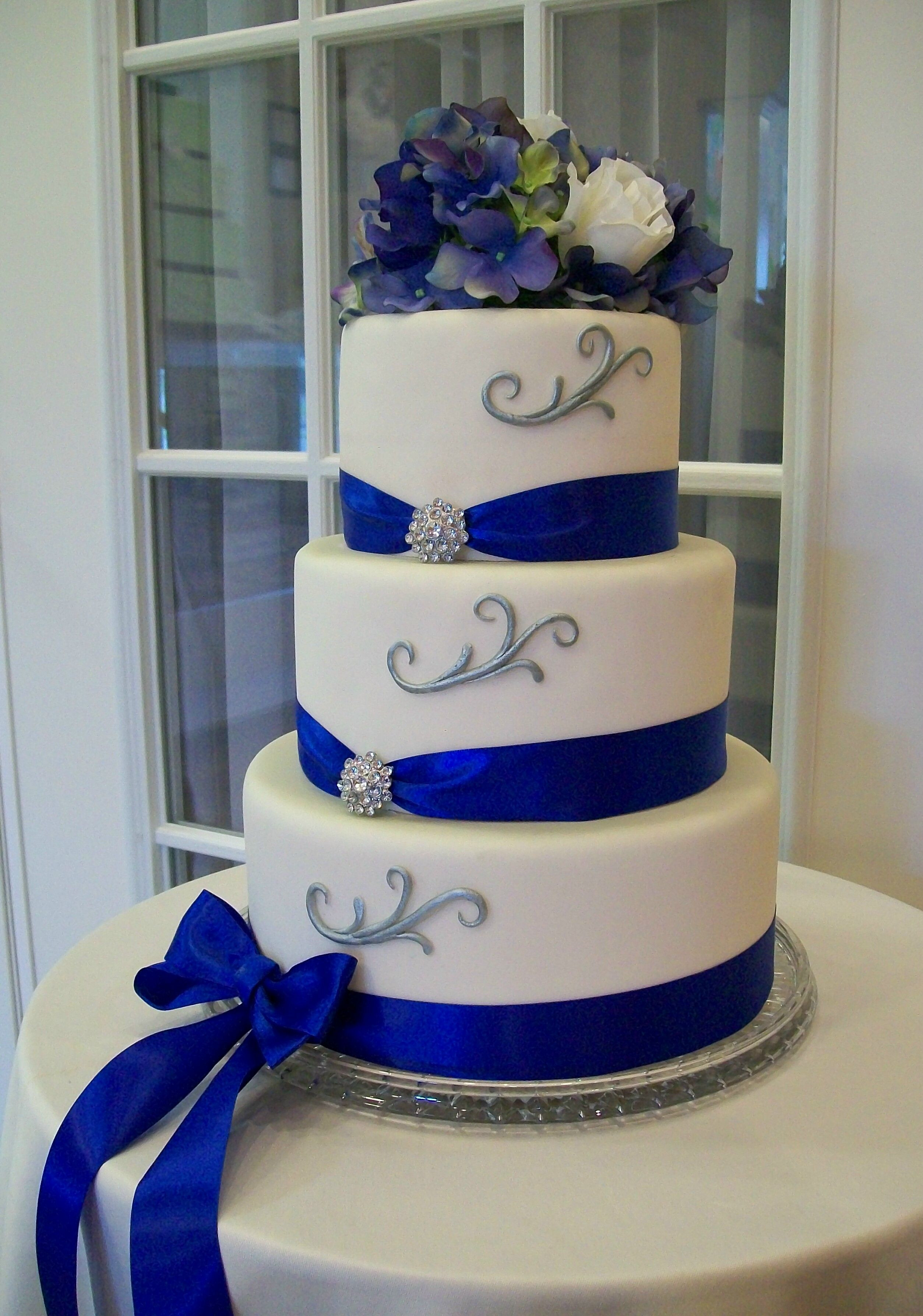 Wedding Cakes Royal Blue  Royal blue wedding cakes idea in 2017