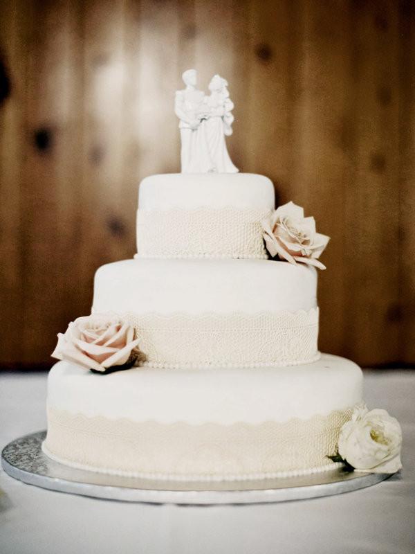 Wedding Cakes Simple  Simple Chic Wedding Cakes We Love