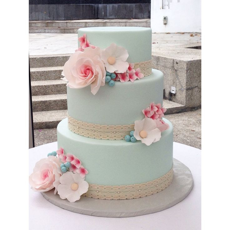 Wedding Cakes Singapore  A 1950 s inspired wedding cake with mint fondant and pink