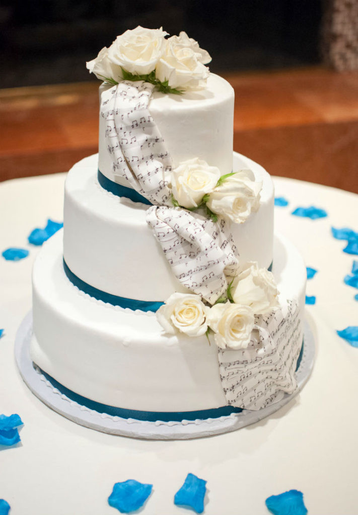 Wedding Cakes Songs  11 Beautiful Winter Wedding Cakes for Your Winter