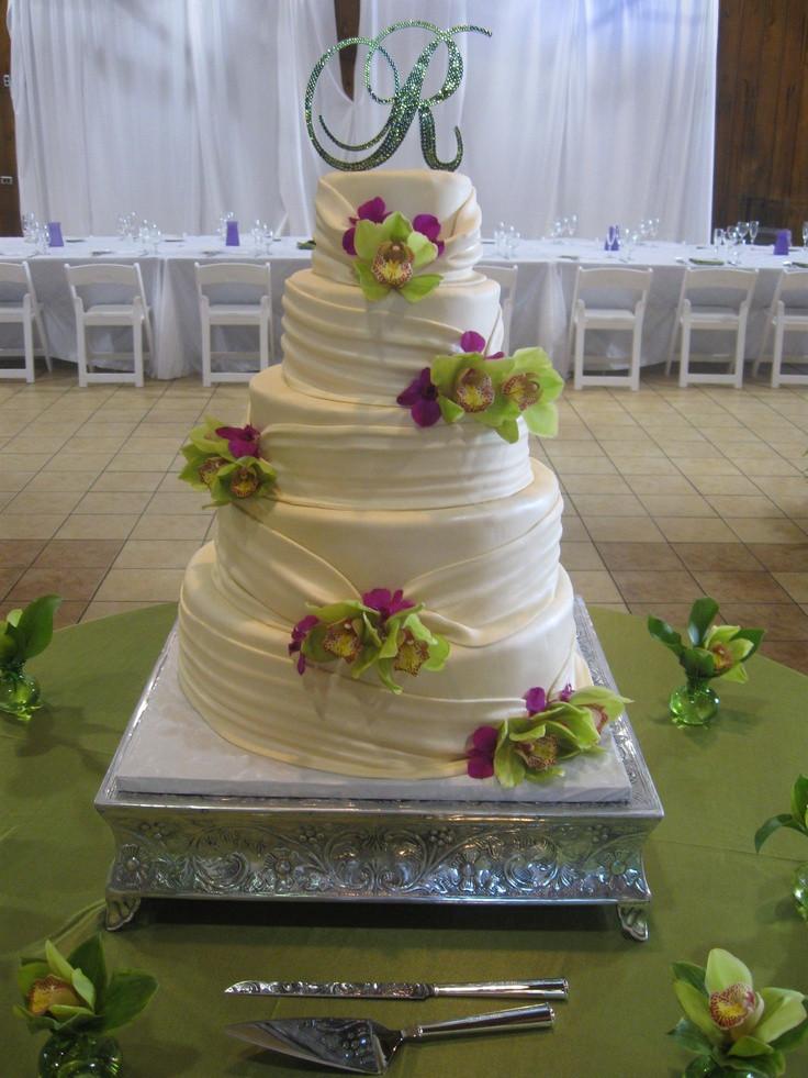 Wedding Cakes South Bend  101 best C est La Vie Wedding Cakes images on Pinterest