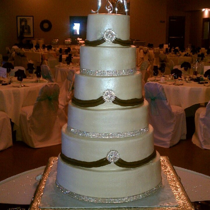 Wedding Cakes South Bend  Reno s Gourmet Desserts & Catering Wedding Cake South