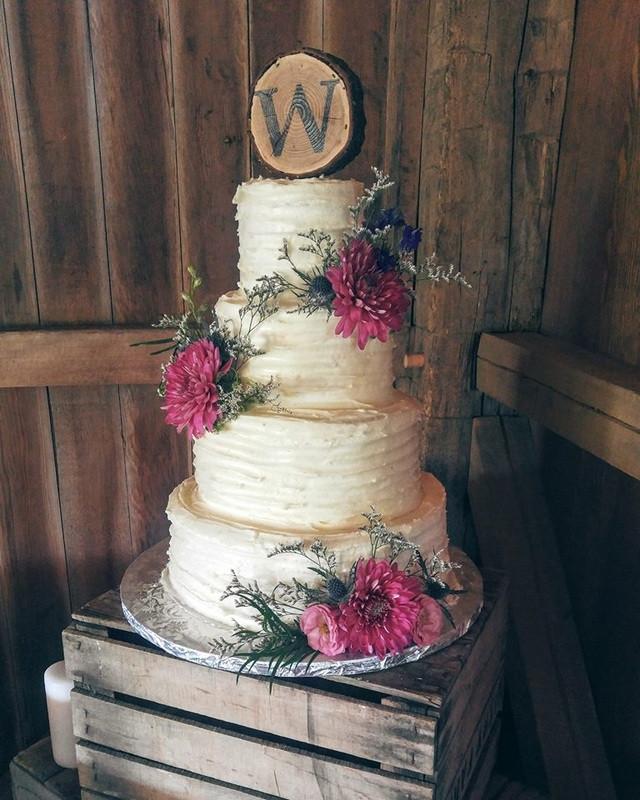 Wedding Cakes South Bend  Barn Weddings Cakes C est La Vie Cakes
