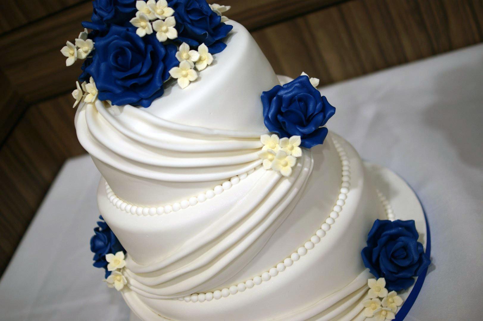 Wedding Cakes Three Tier  Three tier wedding cake recipe idea in 2017