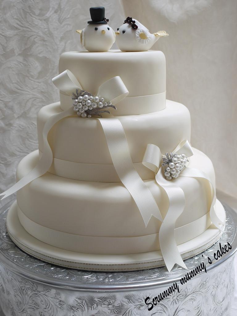 Wedding Cakes Tiers  Scrummy Mummy s Cakes Lovebirds 3 Tier Wedding Cake