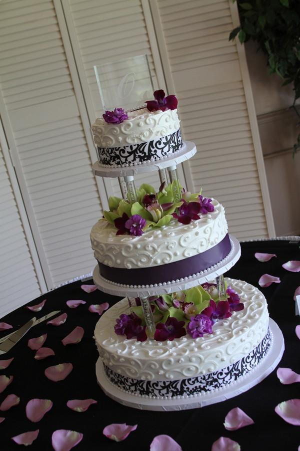 Wedding Cakes Toledo  Toledo Wedding grapher Abbey and Jake