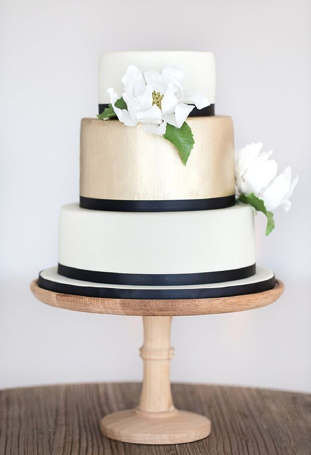 Wedding Cakes White And Gold  black and white wedding cake Archives Deer Pearl Flowers