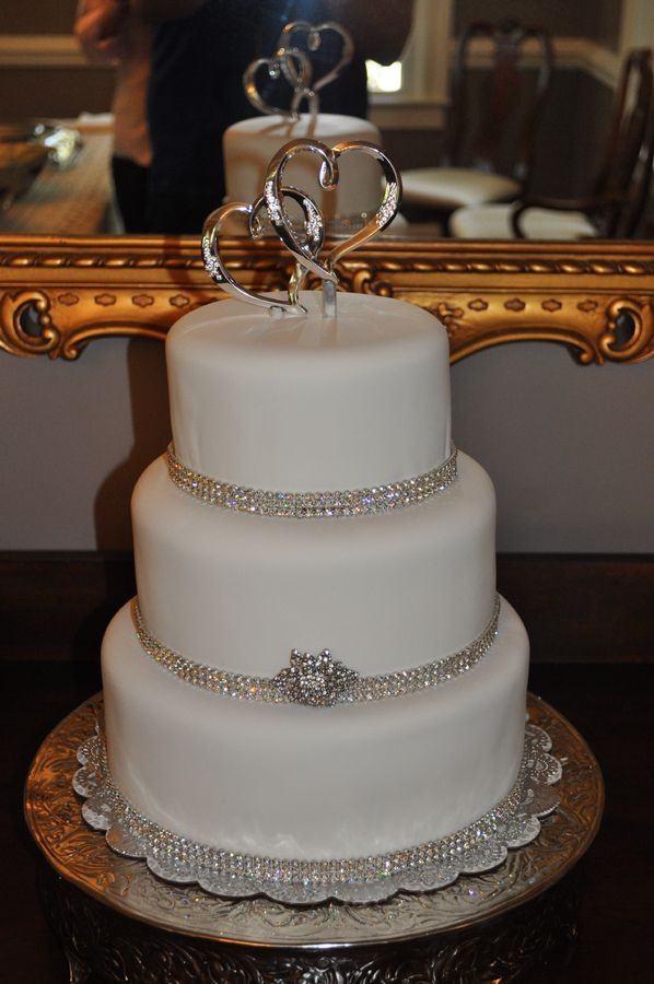 Wedding Cakes With Bling  Round Wedding Cakes with Bling