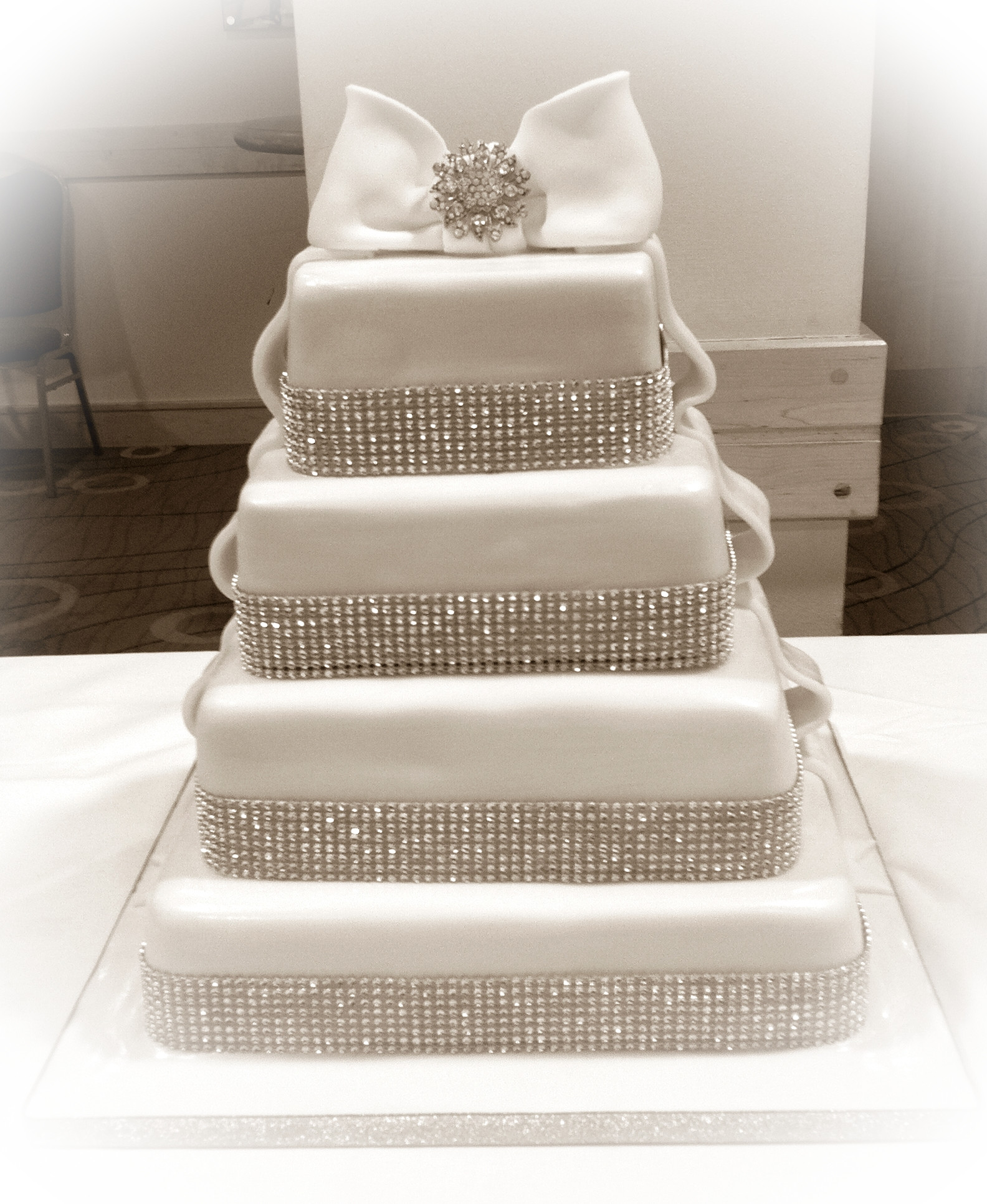 Wedding Cakes With Bling  Edible bling wedding cakes idea in 2017
