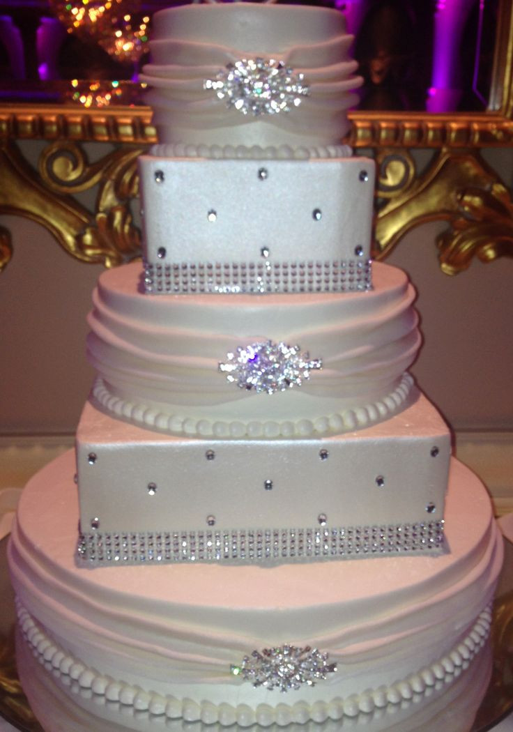 Wedding Cakes With Bling  1000 ideas about Bling Cakes on Pinterest