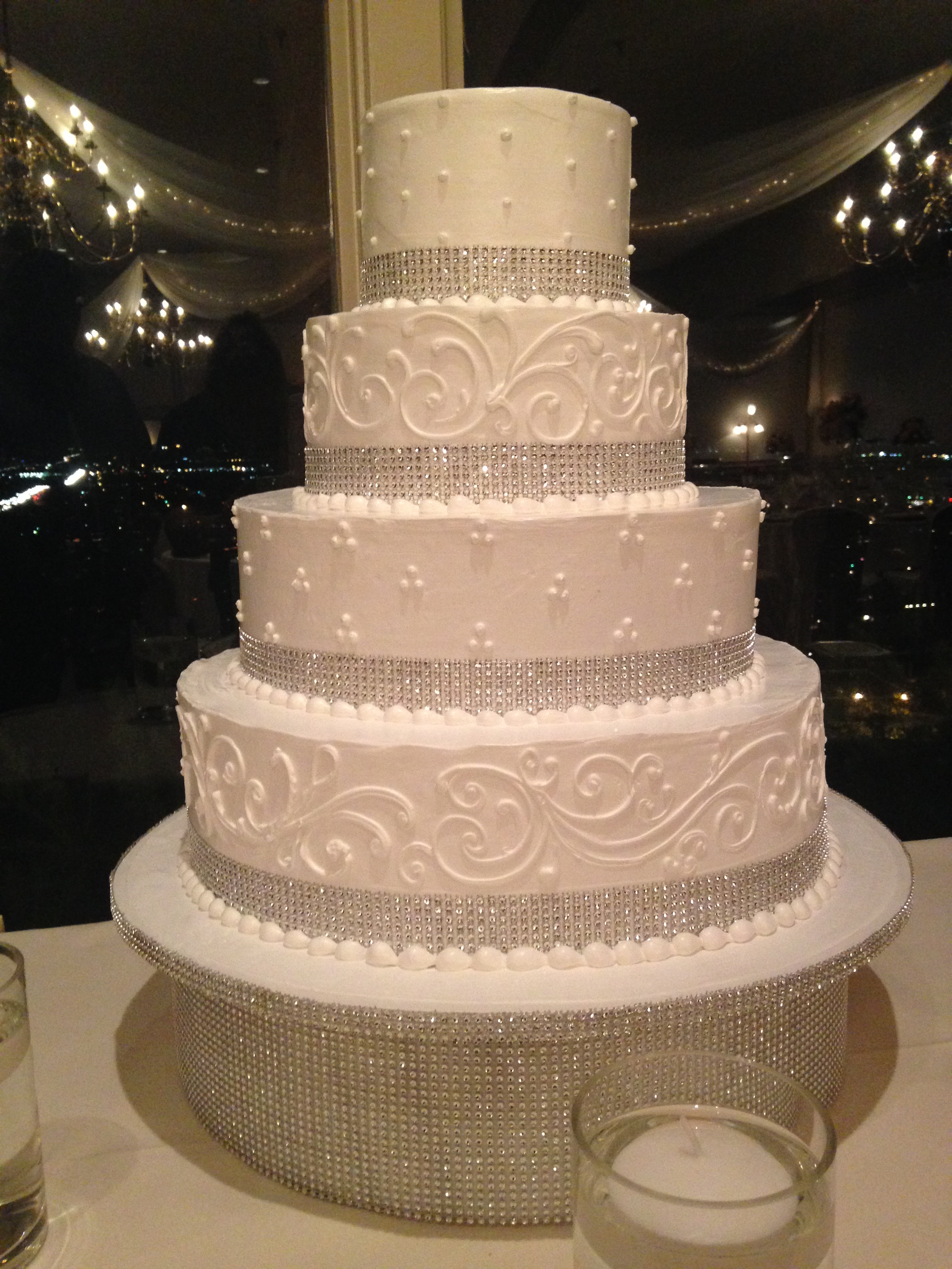 Wedding Cakes With Bling  White wedding cake with bling