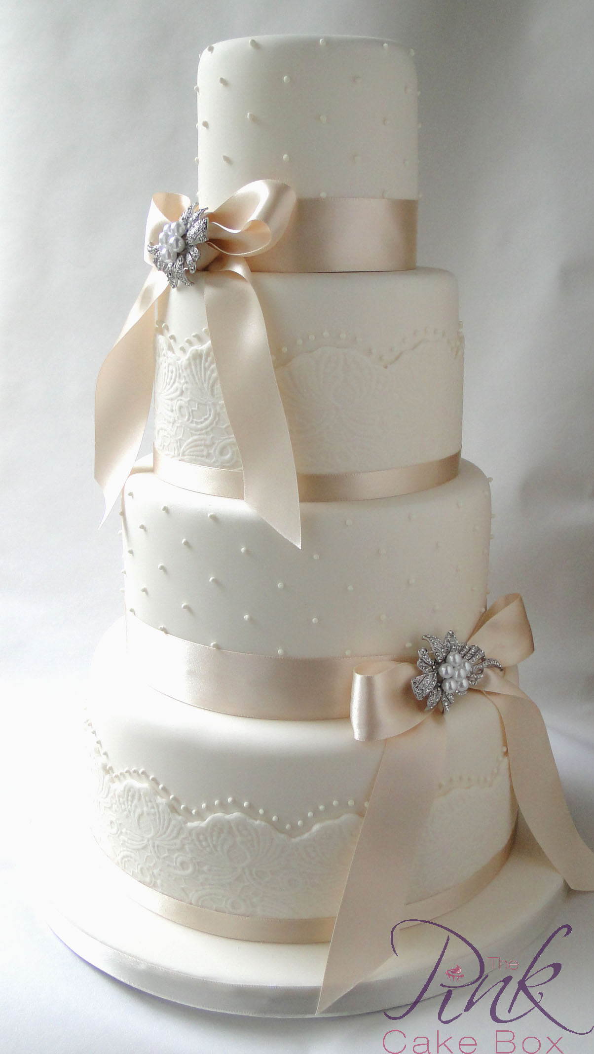 Wedding Cakes With Bows  bows