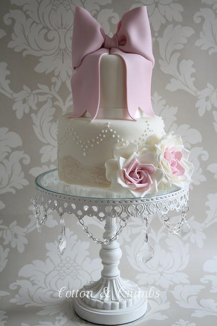 Wedding Cakes With Bows  Wedding Cake Trend The Bow Arabia Weddings