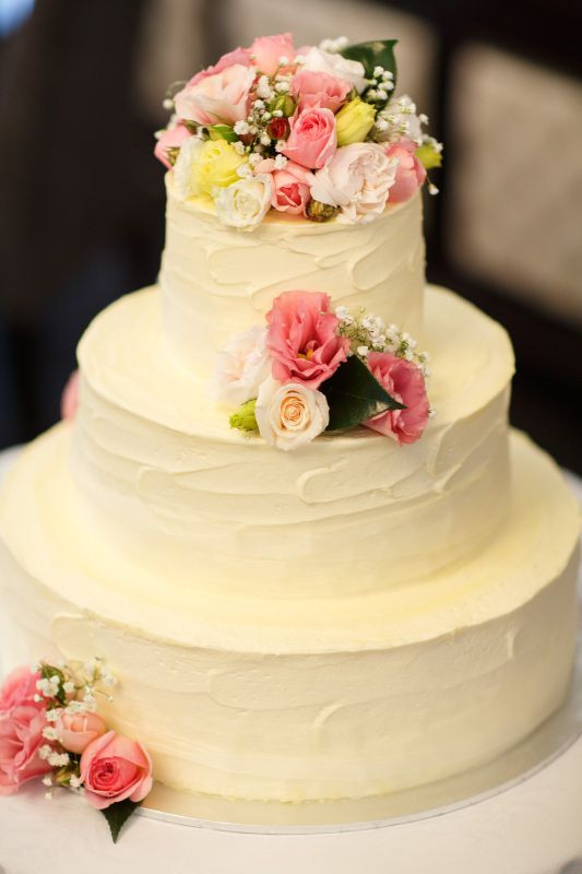 Wedding Cakes With Buttercream Icing  BCG100 A round 3 tier large wedding cake finished a