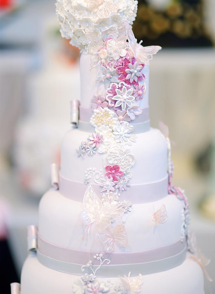 Wedding Cakes With Butterfly  9 Romantic Butterfly Wedding Cakes That Will Give You