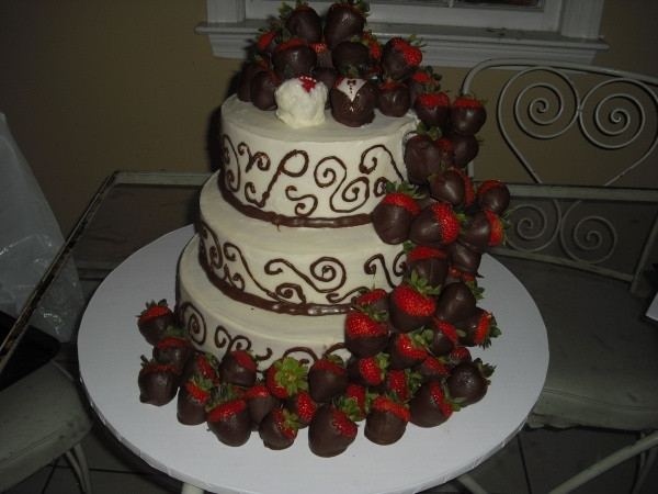 Wedding Cakes With Chocolate Covered Strawberries  180 best Wedded Bliss images on Pinterest