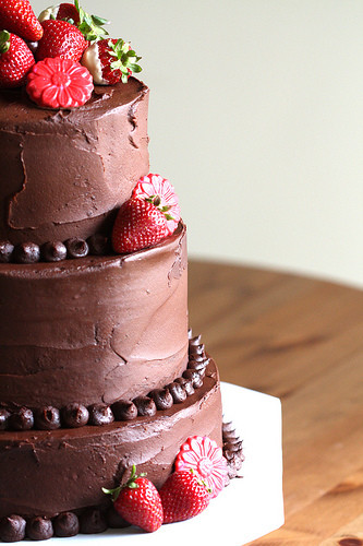 Wedding Cakes With Chocolate Covered Strawberries  Double Chocolate Wedding Cake