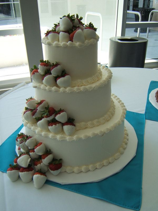 Wedding Cakes With Chocolate Covered Strawberries  2048 best Cakes and Cupcakes images on Pinterest