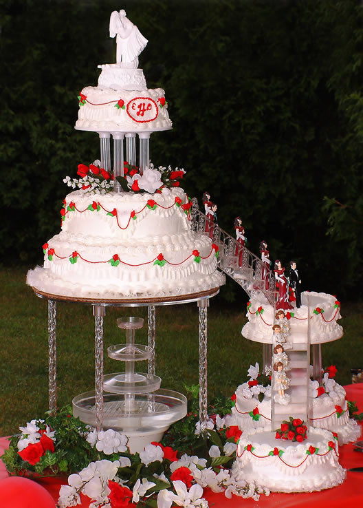 Wedding Cakes With Fountain And Stairs  Specially Designed Multi storey Wedding Cake With Fountain