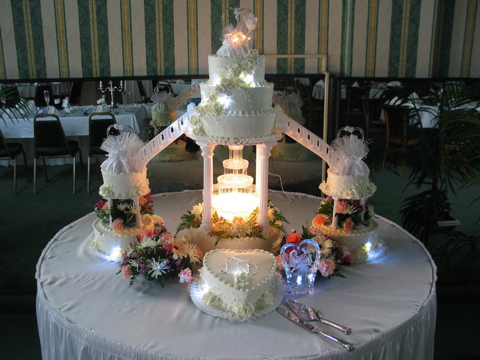 Wedding Cakes With Fountains And Lights  Wedding Cakes With Fountain And Stairs Decoration Flowers