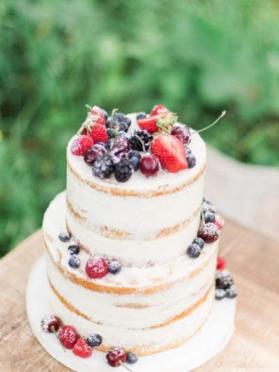 Wedding Cakes With Fruit  15 Beautifully Simple Wedding Cakes