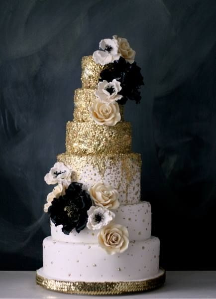 Wedding Cakes With Gold Accents  49 Amazing Black and White Wedding Cakes