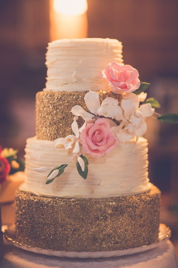 Wedding Cakes With Gold Accents  Wedding cake with gold accents
