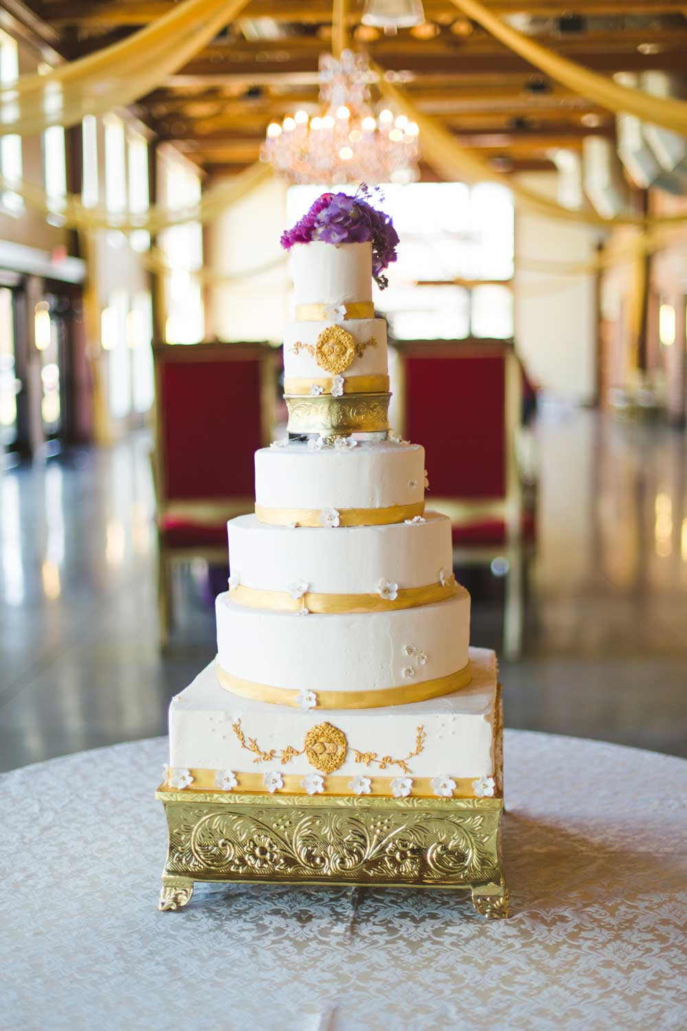 Wedding Cakes With Gold Accents  Trends We Love Metallic Wedding Cakes