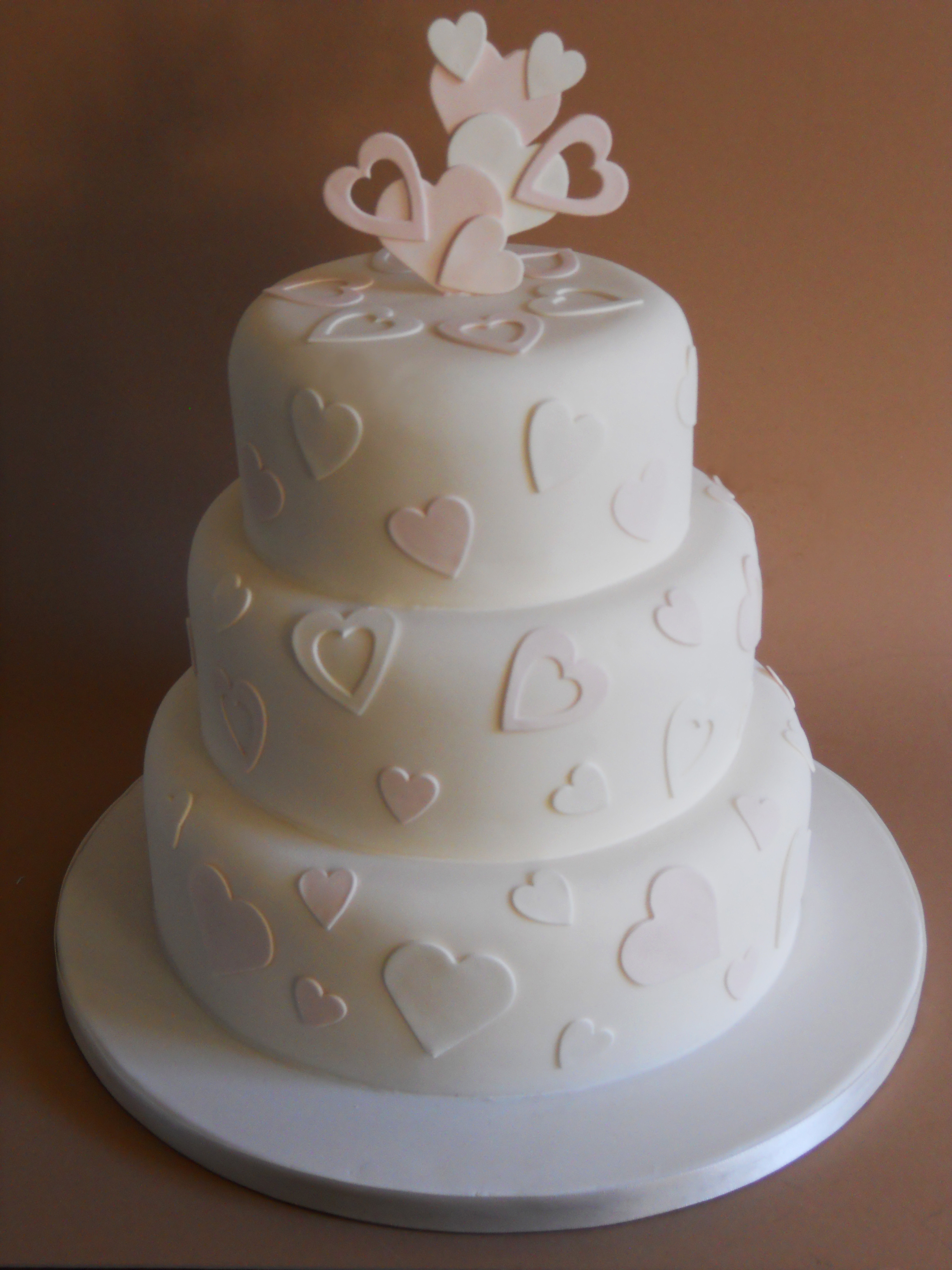 Wedding Cakes With Hearts  Heart wedding cakes an original way of spicing up idea