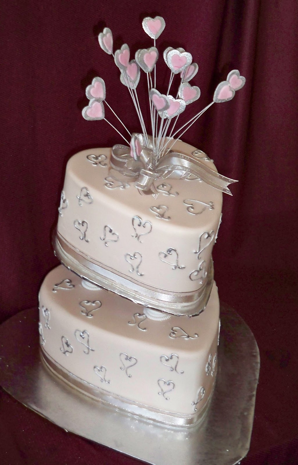 Wedding Cakes With Hearts  love heart wedding cakes