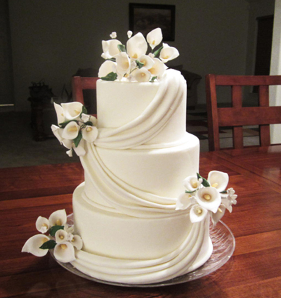 Wedding Cakes With Lilies  Calla Lily Wedding CakeCentral
