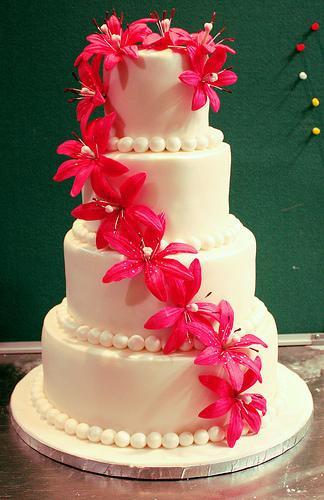 Wedding Cakes With Lilies  Calla Lily Wedding Flowers Arabia Weddings