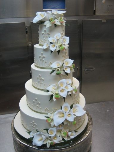Wedding Cakes With Lilies  17 Best images about Calla lily wedding cakes on Pinterest