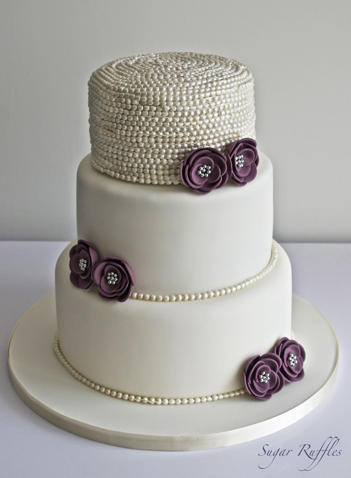 Wedding Cakes With Pearls  Pearl Wedding Cake